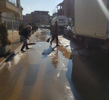 Миене на улици с водоноска (снимка)