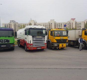 Автопарк с водоноски на ДДД Груп ЕООД (снимка)